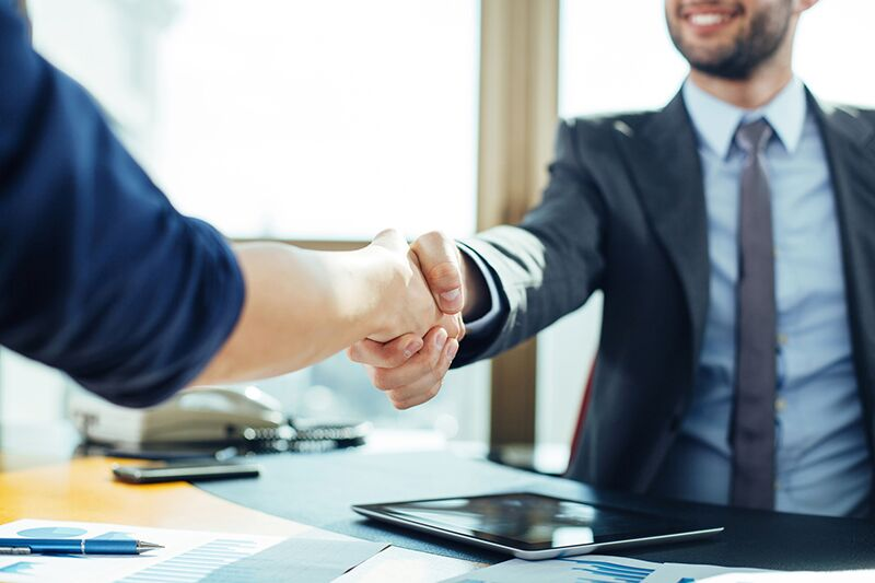 businessmen shaking hands, risks that your growing business faces